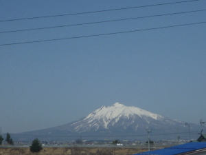 4月中旬の岩木山